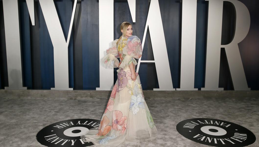 <strong>PUFFERMER:</strong> Skuespiller Lili Reinhart hadde på seg en lekker kjole med store puffermer og blomstermønster. Foto: NTB Scanpix