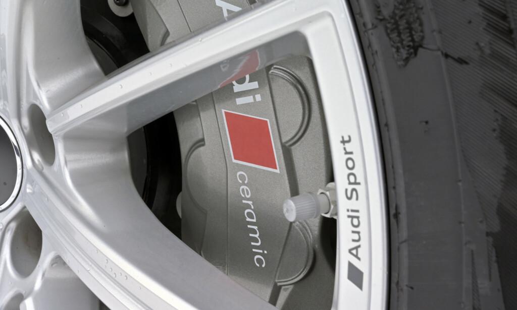 INKLUDERT: Kjøper du pakka som gir toppfart på 305 km/t, får du de keramiske bremsene med på kjøpet. Foto: Rune M. Nesheim
