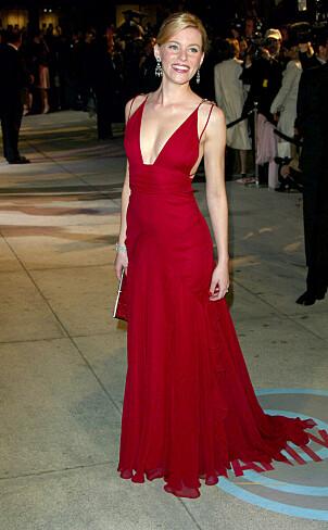 <strong>SAMME KJOLE:</strong> I 2004 hadde skuespilleren på seg den samme signalrøde kjolen på etterfesten til Vanity Fair. Foto: NTB Scanpix