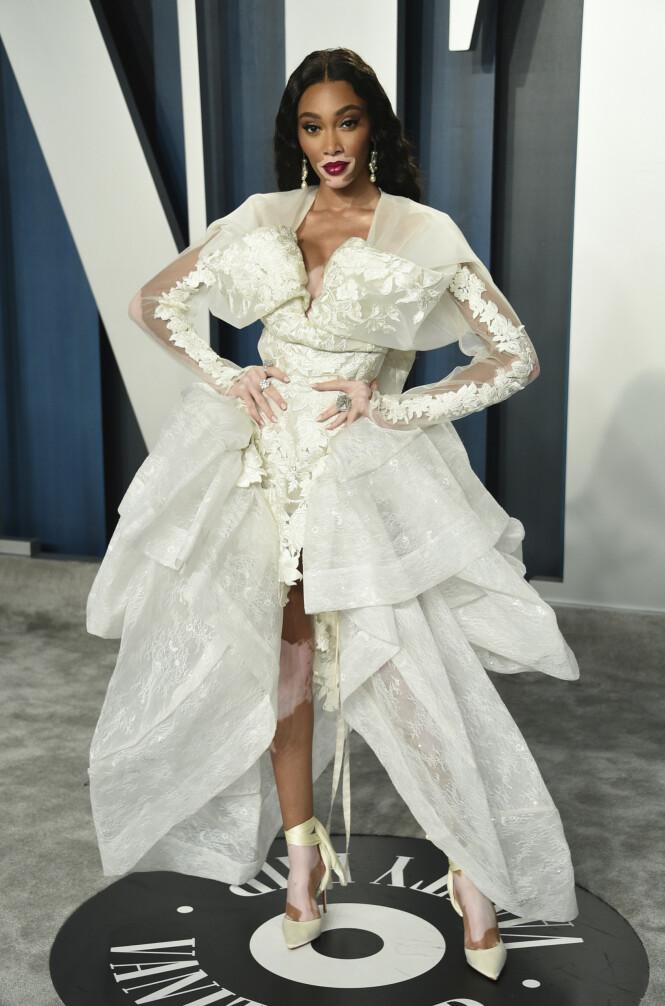 <strong>LEKKER I HVITT:</strong> Modell Winnie Harlow fanget oppmerksomheten med en hvit kjole med flere blondetaljer. Foto: NTB Scanpix