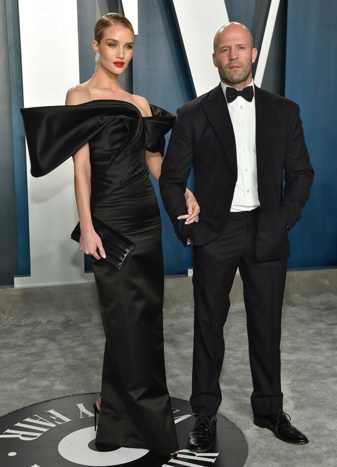 MATCHENDE: Rosie Huntington-Whiteley (32) og Jason Statham (52). FOTO: NTB Scanpix