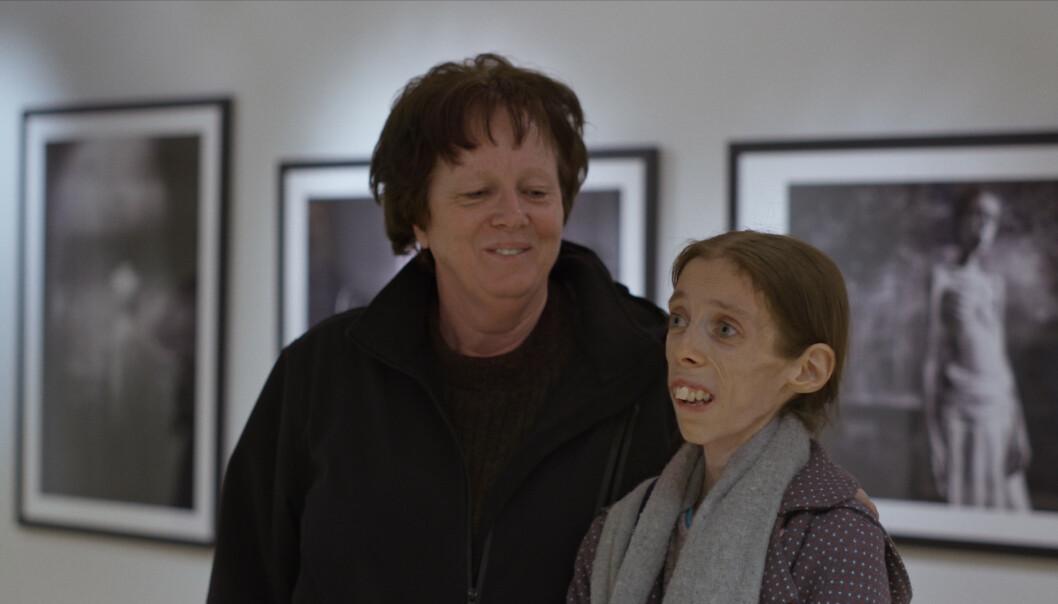 SCENE FRA FILMEN: Torill Fossen sier til KK at hun gruet seg veldig til førpremieren på filmen. Til tross for at datteren aldri fikk oppleve det hun hadde sett sånn frem til, ble det en verdig markering. FOTO: Espen Wallin/Speranza Film/Norsk Filmdistribusjon