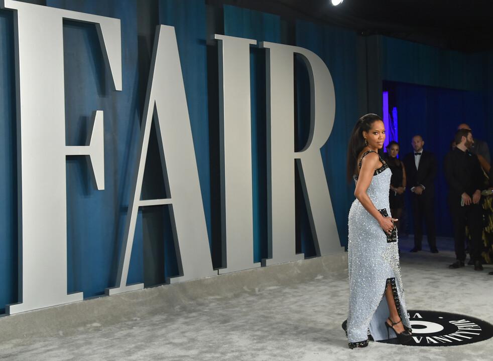 AFTERPARTY: Årets Vanity Fair fest fyller 26 år. Her viser skuespiller Regina King (49) seg fram. FOTO: NTB Scanpix.