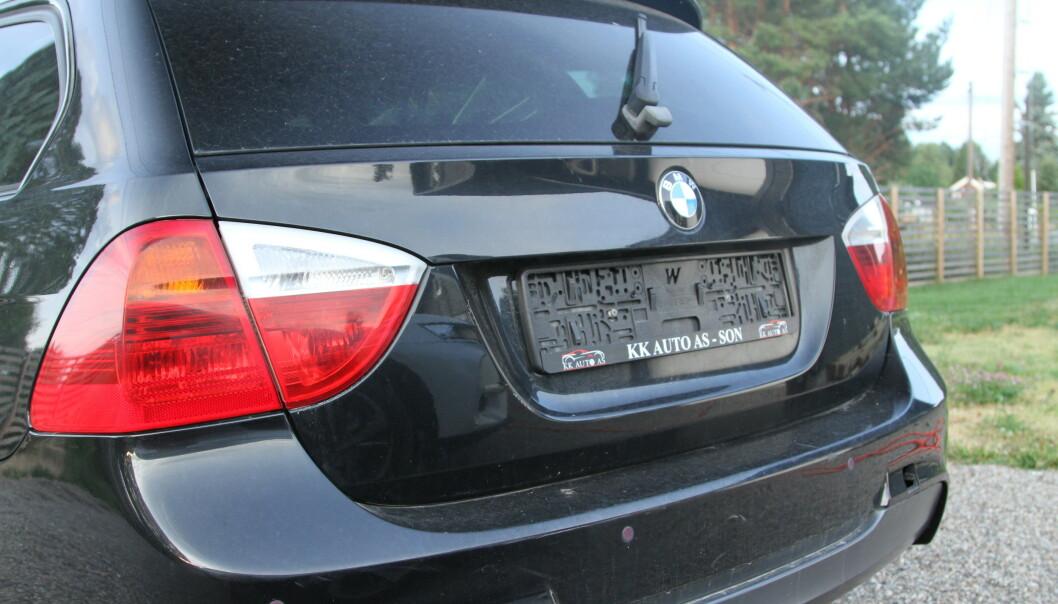 <strong>MÅ ANMELDES RASKT:</strong> Dersom du finner bilen din slik, må du anmelde tyveriet raskt for å slippe ubehageligheter ved at den «nye» eieren bruker skiltet til gratis bom og råkjøring forbi fotobokser. Foto: Rune Korsvoll