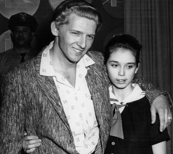 UNG KJÆRLIGHET: Rockelegenden Jerry Lee Lewis forelsket seg i sin ni år yngre slektning Myra Gare Brown, som bare var 13 år da de inngikk ekteskap. Dette bildet er tatt våren 1958. FOTO: NTB scanpix