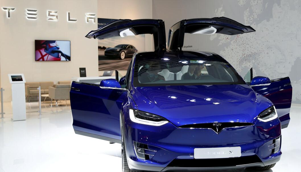 <strong>HANDLER PÅ NETT:</strong> Tesla har tatt et dypdykk i kjøpevanene til kundene. Foto: REUTERS/Francois Lenoir/File Photo