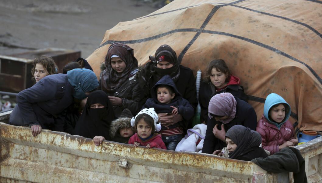 Flyktninger på vei ut av Idlib, hvor regjeringsstyrker kjemper mot opprørere. Foto: Ghaith Alsayed / AP / NTB scanpix