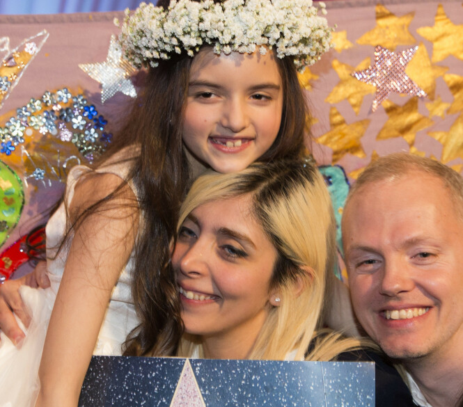 <strong>STØTTENDE FAMILIE:</strong> Angelina Jordan med mamma og pappa etter at hun vant «Norske talenter» i 2014. Foto: NTB Scanpix