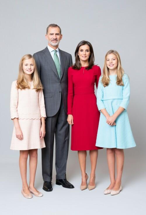 HELE FAMILIEN: Kong Felipe og dronning Letizia med sine døtre, Leonor og Sofia. Foto: Estela de Castro / Casa de S.M. el Rey