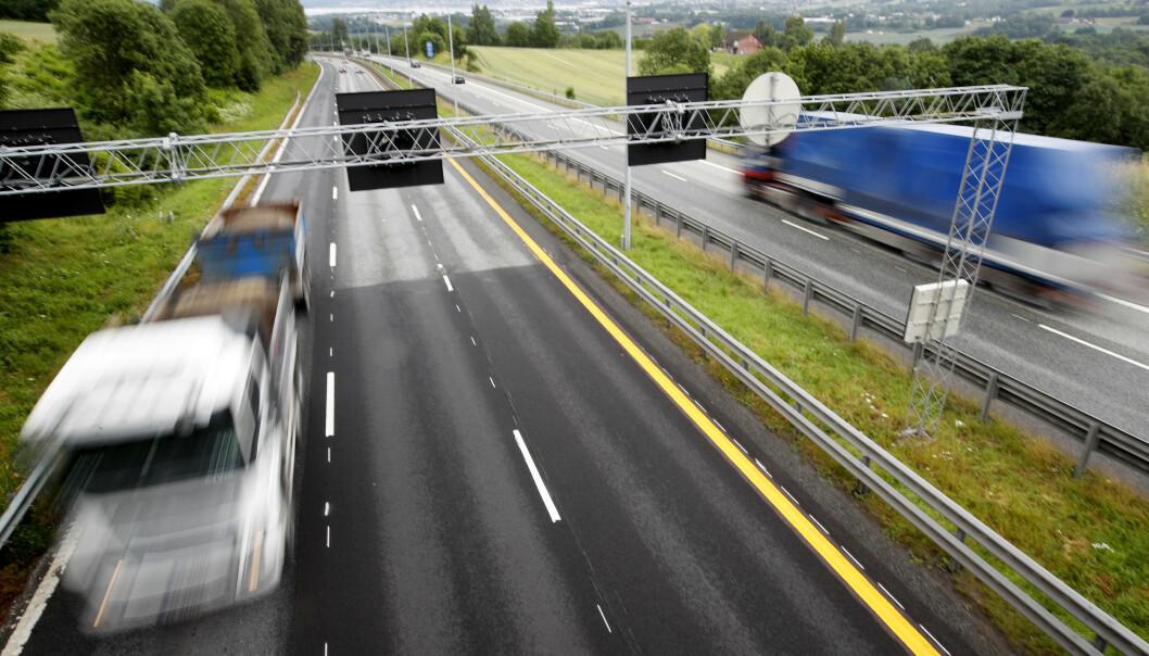 <strong>VIL GI FLERE ULYKKER:</strong> Smalere motorveier med høyere fart, vil føre til flere ulykker, mener Trygg Trafikk. Dette bekreftes også i Vegvesenets utredning. Foto: Lise Åserud/NTB Scanpix.