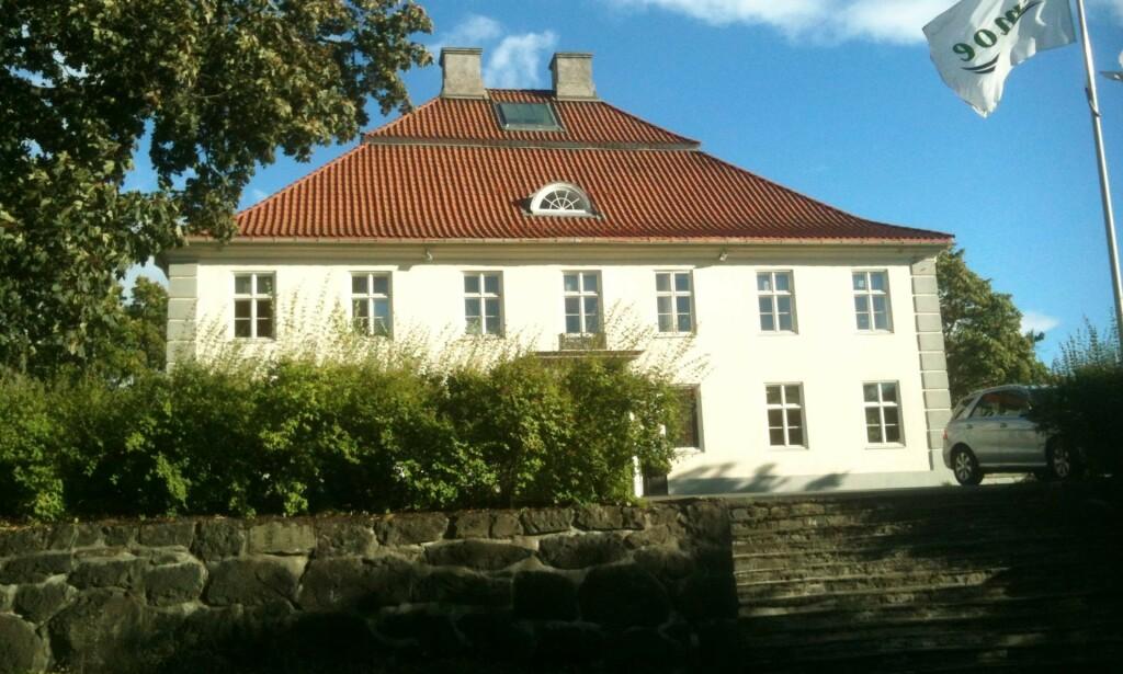 IKKE SOLGT LIKEVEL: Jens Ulltveit-Moe nekter for å ha solgt Fornebu hovedgård, slik flere medier meldte i går. Foto: Erlend Bjørtvedt / Wikimedia Commons