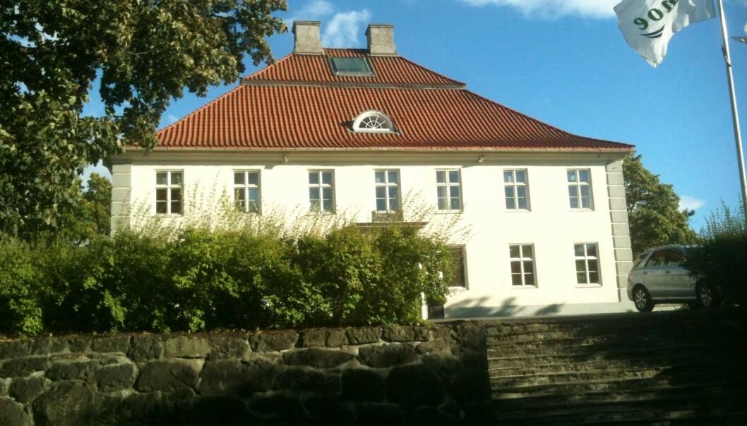 <strong>IKKE SOLGT LIKEVEL:</strong> Jens Ulltveit-Moe nekter for å ha solgt Fornebu hovedgård, slik flere medier meldte i går. Foto: Erlend Bjørtvedt / Wikimedia Commons