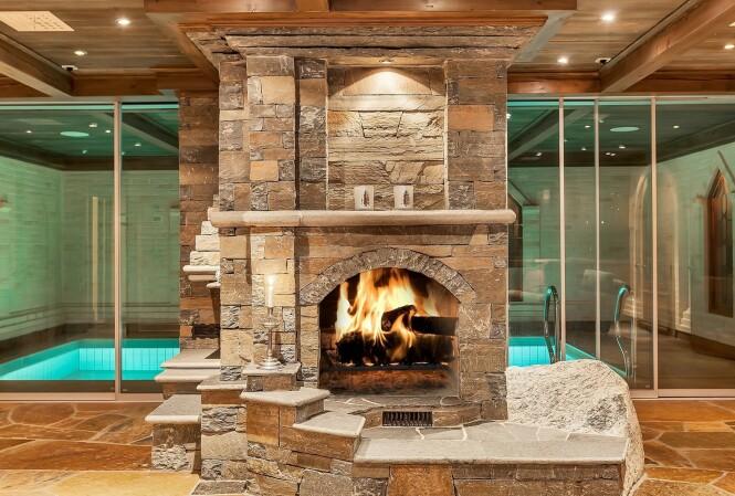 SVØMMEBASSENG: Hytta på Geilo inkluderer blant annet et innendørs basseng. Foto: Oh Shots