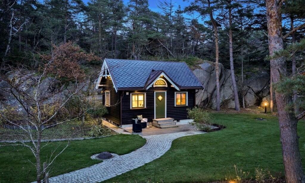 NOE FOR SVIGERS?: I tillegg til hovedhuset, inkluderer eiendommen et lite gjestehus. Foto: Etcetera