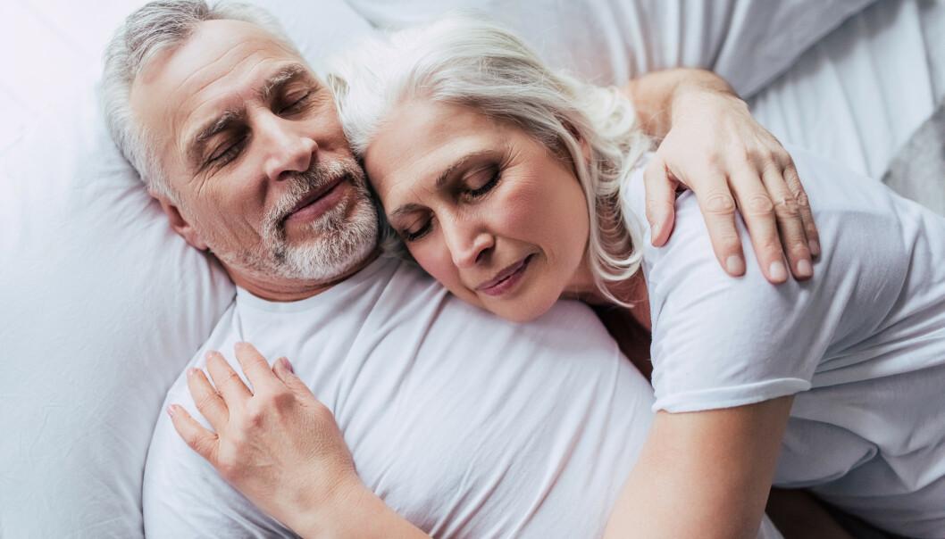 <strong>IDEALET:</strong> Par skal liksom sovne sammen og våkne sammen. Men er det verdt det om dere ikke sover godt? Foto: Shutterstock/NTB Scanpix