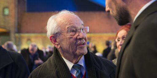 image: Tidligere Auschwitz-fange Herman Kahan er død