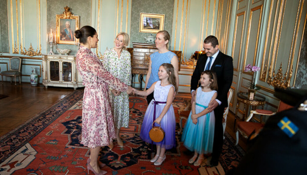 GOD STEMNING: Kronprinsessen tok imot Emilia, lillesøsteren Maja og foreldrene, samt Min Stora Dag-generalsekretær Jennifer McShane på slottet i februar. FOTO: Sara Friberg/Kungl. Hovstaterna