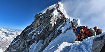 image: Sherpaer ut mot Everest-likplan