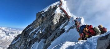 Sherpaer ut mot Everest-likplan