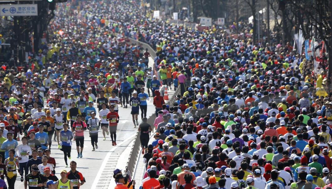 <strong>FRYKTER SPREDNING:</strong> På grunn av coronaviruset får bare eliten løpe under årets Tokyo maraton. Foto: Shizuo Kambayashi / AP / NTB Scanpix