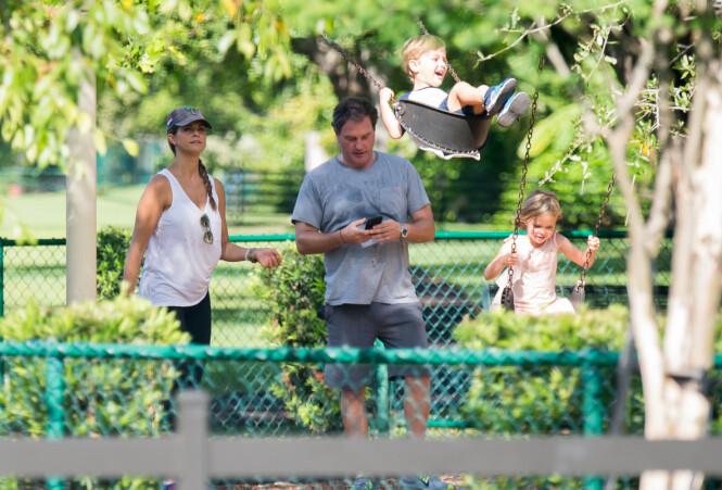 BLIR BOENDE I FLORIDA: Til tross for at familien på fem angivelig flytter fra villaen i Miami, skal de fortsette med å bo i USA. Her er de avbildet i 2018. Foto: NTB Scanpix