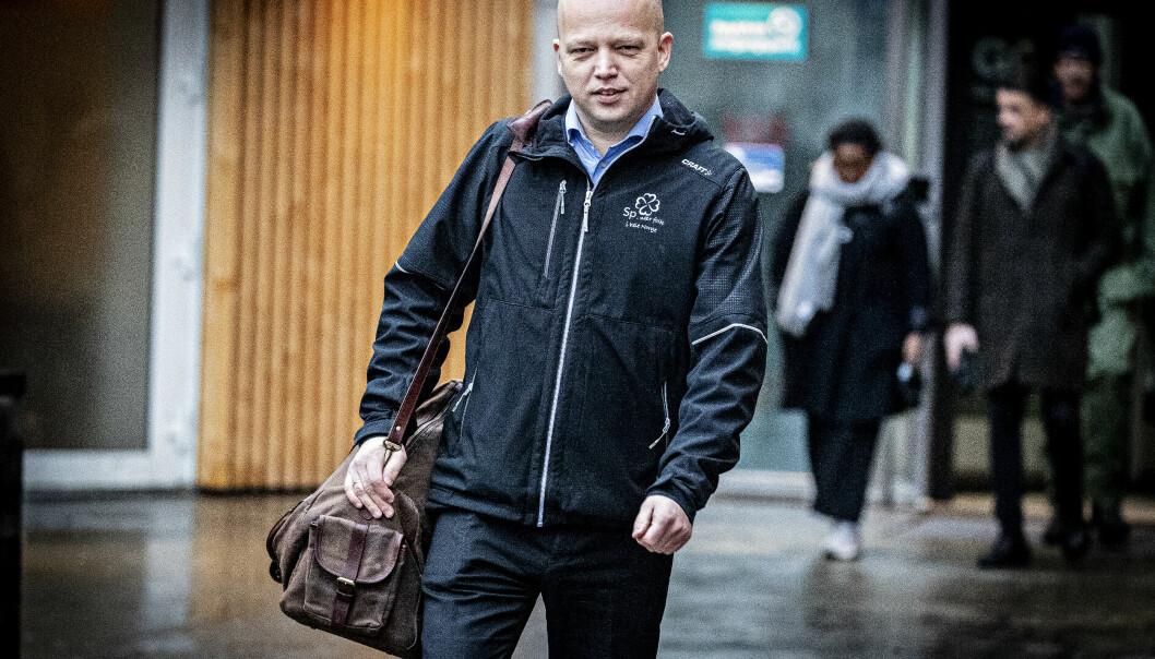 <strong>KREVER SVAR:</strong> Sp-leder Trygve Slagsvold Vedum sier samferdselsminister Knut Arild Hareide må svare om Widerøe-saken i Stortinget neste uke. Foto: Bjørn Langsem / Dagbladet