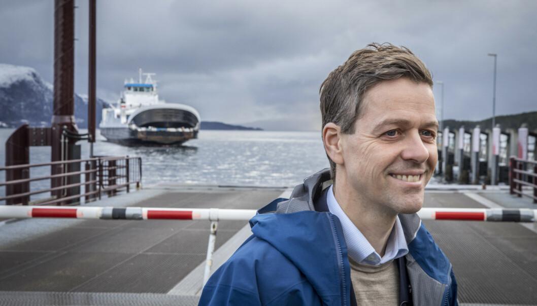 <strong>BEKYMRET:</strong> Samferdselsminister Knut Arild Hareide (KrF) er bekymret for konsekvensene av Widerøes rutekutt. Foto: Ole Berg-Rusten / NTB scanpix