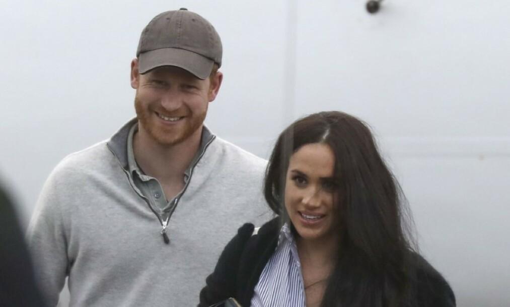 <strong>SAMMEN:</strong> Meghan og Harry viste seg sammen da de ankom Canada etter et opphold i USA på valentinsdagen 14. februar. Foto: NTB Scanpix