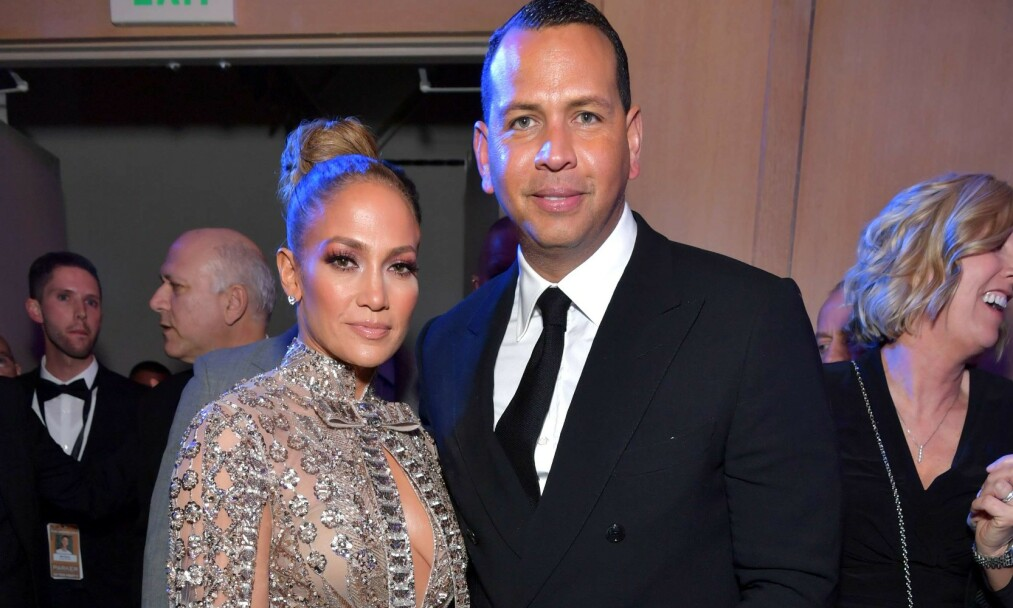 EVIG UNG: Jennifer Lopez har garantert en av de mest misunnelsesverdige kroppene i Hollywood. Her på fest med forloveden Alex Rodriguez. Foto: NTB Scanpix