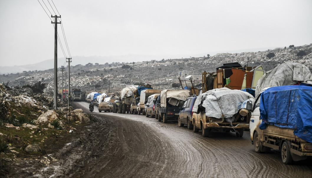 Syriske sivile flykter nordover fra Idlib for søke sikkerhet nærmere grensen til Tyrkia. Foto: AP / NTB scanpix