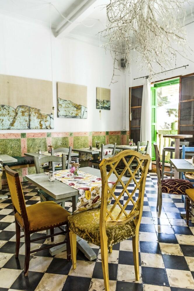 La Magrana Café er   utrolig hyggelig og har en hjemmekoselig atmosfære med gjenbruksmøbler og gode råvarer. FOTO: Mikkel Bækgaard