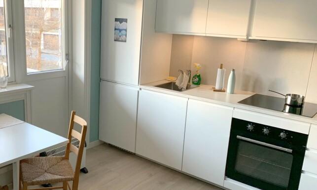 RYDD OPP: Bort med ovn, Zalo, tørkerull og annet fra kjøkkenbenken når du skal ta bilder til boligannonse, er første råd fra ekspertene. Foto: Eilin Lindvoll.