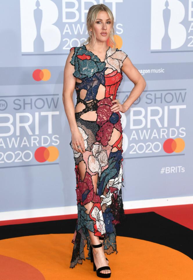 ELLIE GOULDING: Det var mye hud å se da Goulding møtte pressen på den røde løperen. Foto: NTB scanpix