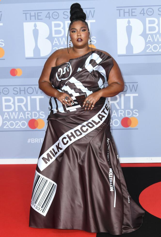 LIZZO: Rapperen dukket opp i en spesiell kjole tirsdag kveld. Foto: NTB scanpix