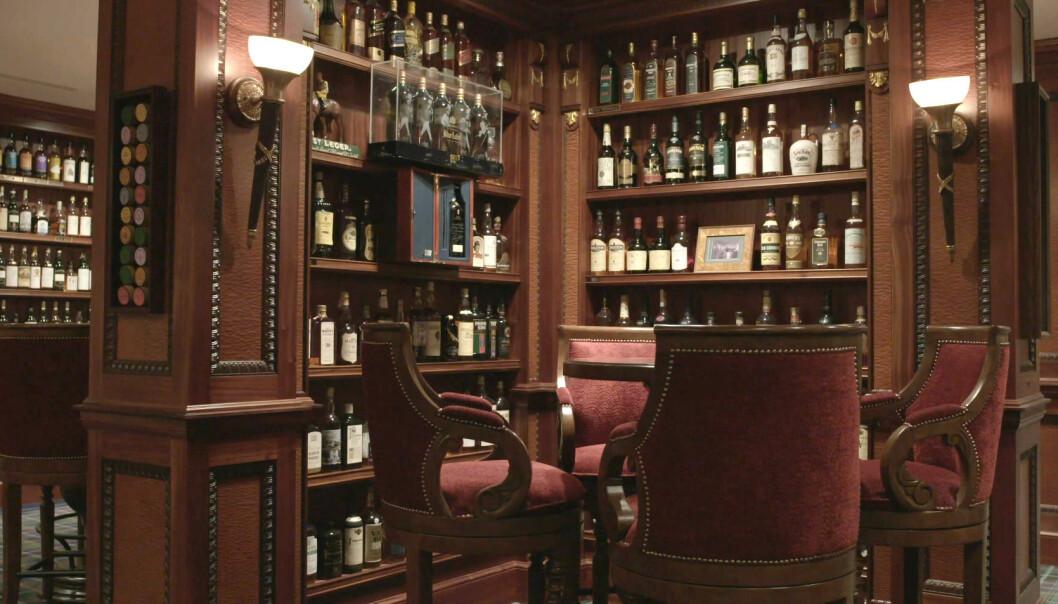 <strong>SKATTKAMMERET:</strong> Richard Gooding samlet på whisky i to tiår. Nå har første del av samlingen gått under hammeren. Foto: Whisky Auctioneer