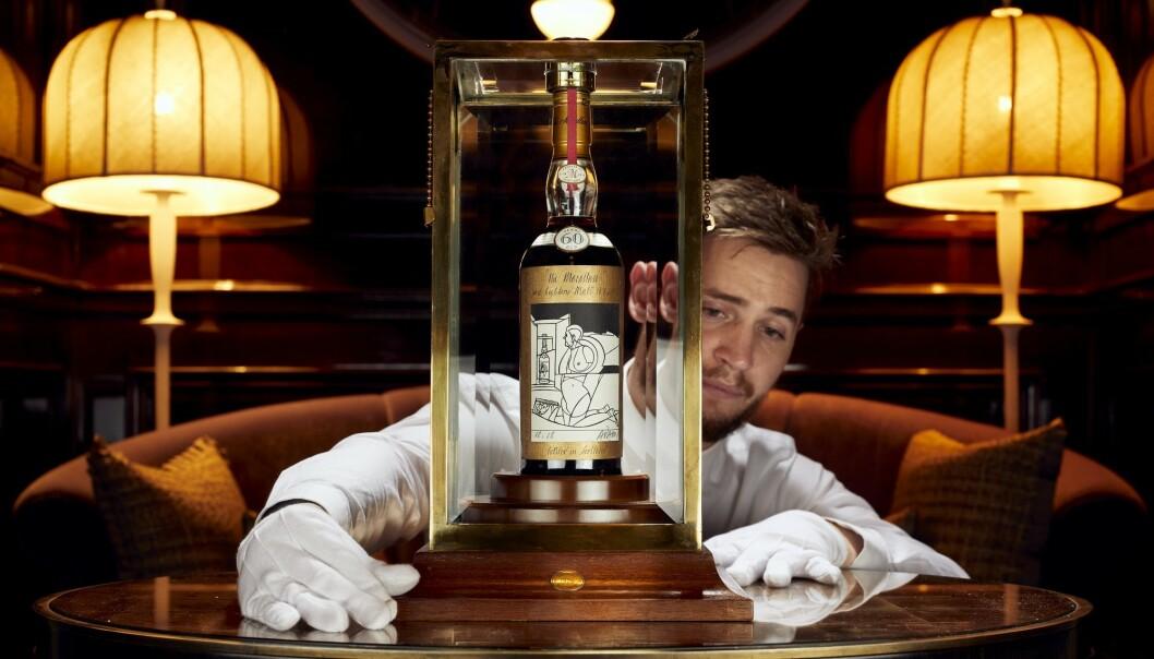 <strong>SATTE REKORD:</strong> The Macallan 1926 Valerio Adami 60 Year Old er av eksperter omtalt som en av de mest sjeldne og ettertraktede whisky-flaskene som eksisterer. Foto: Whiskey Auctioneer