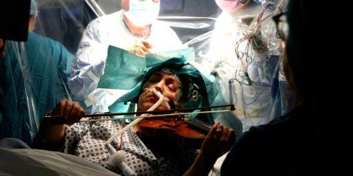 image: Spilte fiolin under egen hjernesvulst-operasjon