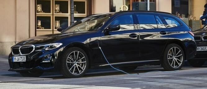 <strong>FOR FØRSTE GANG:</strong> Nordmenn er glade i stasjonsvogner og selv om sedan-salget skvatt i været da de ladbare versjonene dukket opp i 2015, er det liten tvil om at mange har savnet stasjonsvogna. Foto: BMW