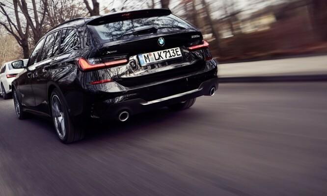 <strong>NORGESPAKKE:</strong> Når man kan krysse av for både ladbar hybrid, firehjulsdrift, stasjonsvogn og tilhengerfeste, har man gode sjanser for suksess i Norge. Foto: BMW.