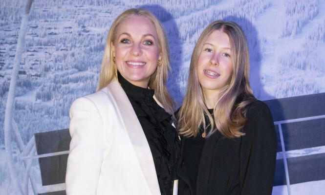 PÅ RØD LØPER: Janne Formoe hadde med seg datteren Felicia (14) på gallapremieren av filmen Fjols til fjells i februar. FOTO: NTB scanpix