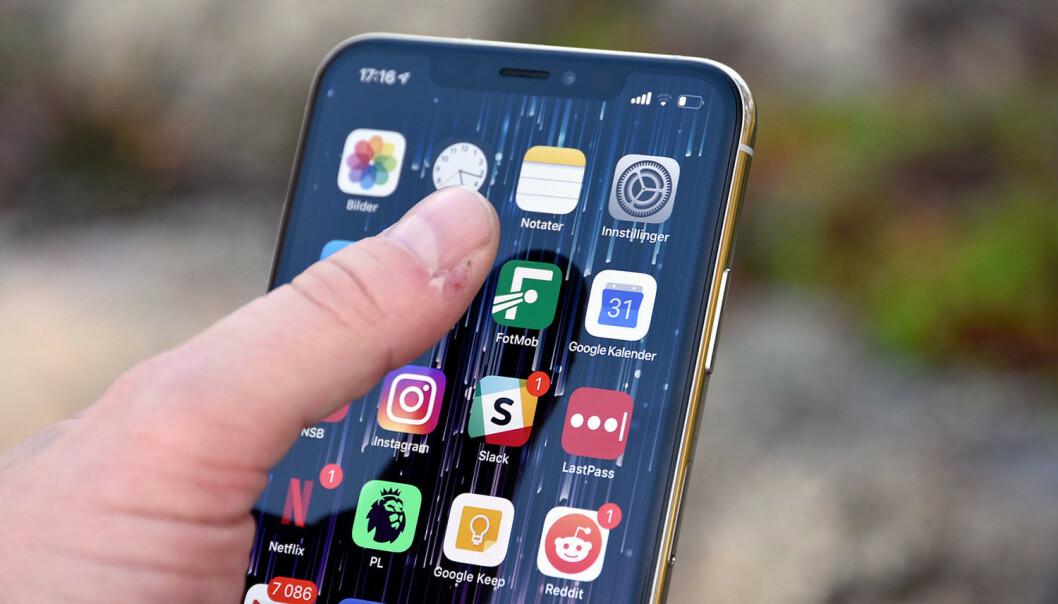 <strong>BYTTE STANDARDAPP:</strong> I dag kan du ikke bytte de såkalte standardappene på iPhone. Nå vurderer Apple å endre på det, ifølge nye påstander. Foto: Pål Joakim Pollen