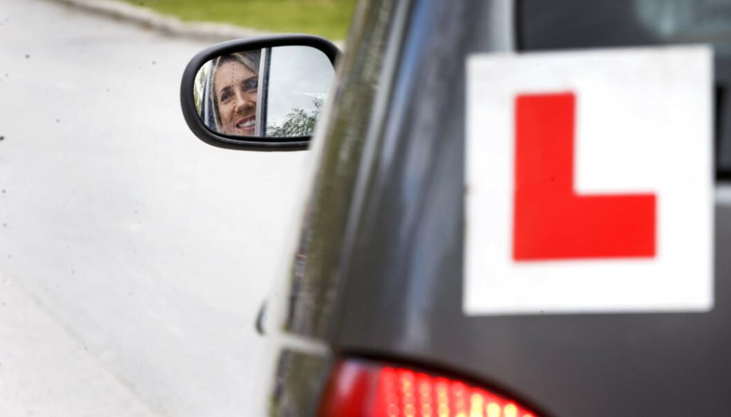<strong>ØVELSESKJØRING:</strong> Det kan komme strengere krav til de som skal øvelseskjøre med elevene som skal ta førerkort. Foto: NTB Scanpix