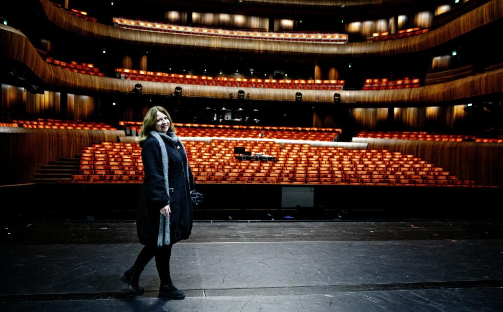 KJENT SCENE: Ingebjørg Kosmo (53) besøker scenen i Den Norske Opera & Ballett. Siden 20-års alderen har operaen vært hennes arbeidsplass. I fjor ble hun pensjonert fra drømmejobben. Foto: Nina Hansen/Dagbladet