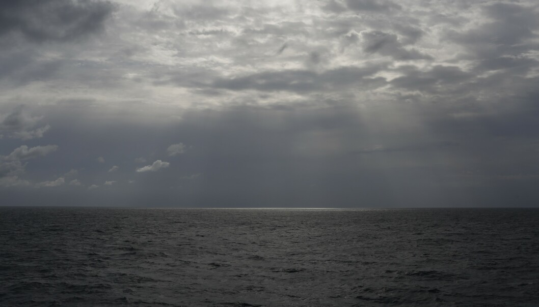En svart gummibåt med 91 mennesker om bord forlot det krigsherjede Libya 8. februar. Foto: Renata Brito / AP / NTB scanpix