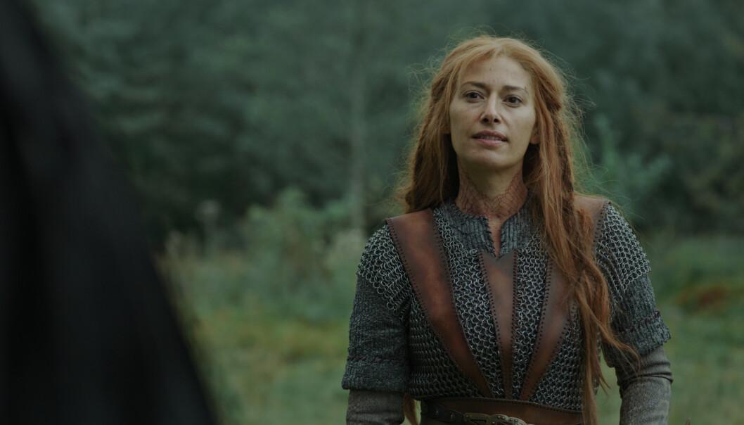NYKOMMER: Pia Tjelta spiller vikingkvinnen Dragerytteren i den tredje sesongen av Vikingane. FOTO: NRK