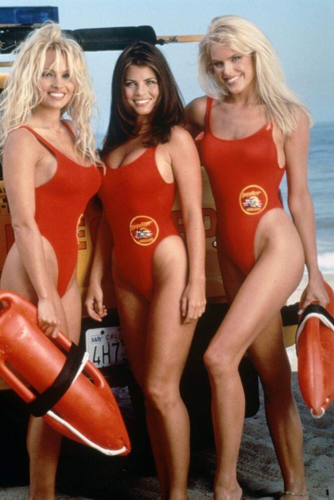 <strong>POPULÆRE:</strong> Det er ingen tvil om at skuespillerne i «Baywatch» opparbeidet seg en enorm fanskare. Her er Yasmine Bleeth avbildet sammen med Pamela Anderson og Gena Lee Nolin. Foto: NTB Scanpix
