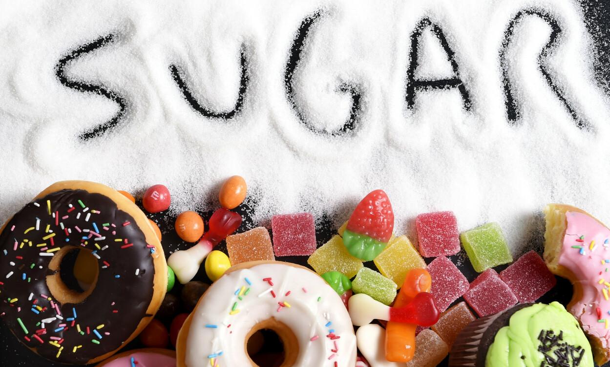 TILSATT SUKKER: Finnes i mange matvarer, men godteri og søtsaker er de største kildene. Foto: NTB Scanpix Shutterstock