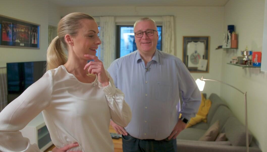 <strong>SJOKKERT:</strong> Silje Sandmæl får se store deler av Bård Hoksruds pins-samling - med skrekkblandet fryd. Foto: TV3