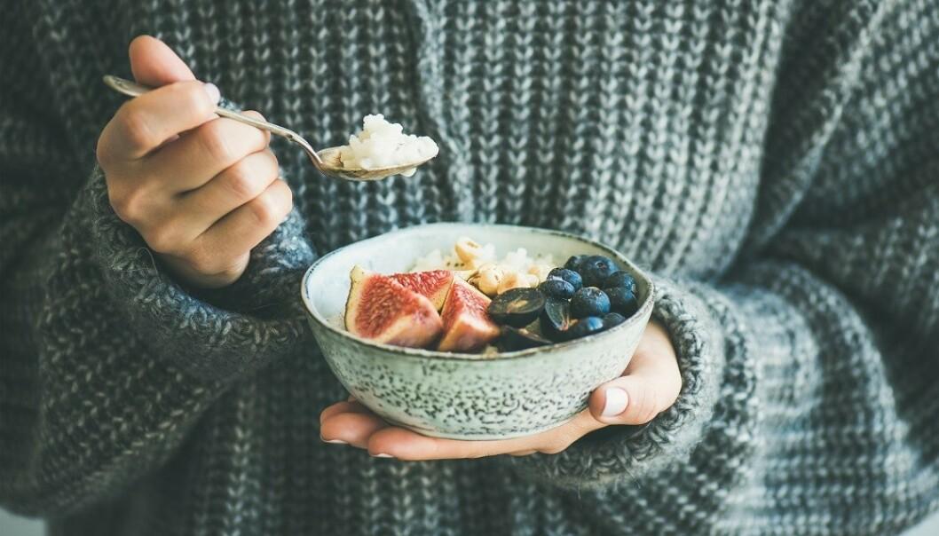 KAN FARGE AVFØRINGEN: Fargerike matvarer som blåbær kan farge avføringen. FOTO: NTB Scanpix