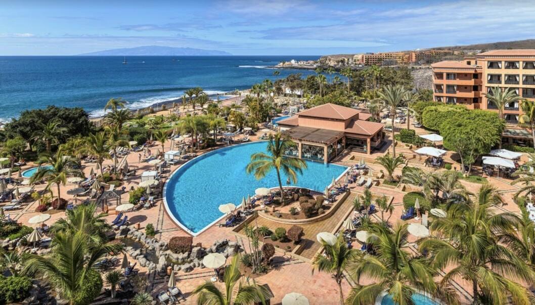 <strong>KARANTENE:</strong> Mange reisende er bekymret etter nyheten om at 1000 turister er satt i karantene på et hotell på Tenerife tirsdag. Foto: Skjermdump